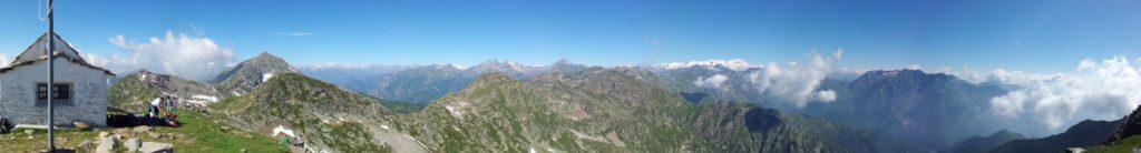 Panoramica a 180 gradi dal monte Camino